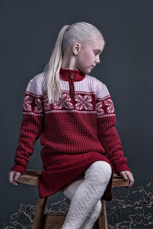 Snowstar zip sweater and suspenders skirt by MOLE - Little Norway in softest 100% italian merinowool. Designed in Norway and manufactured in EU. <3