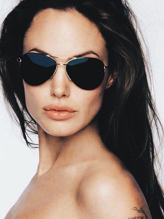 -Никогда не нужно искать виноватых, нужно жить, не причиняя никому боль, не судить других людей и быть абсолютно свободным. A.J #AngelinaJolie