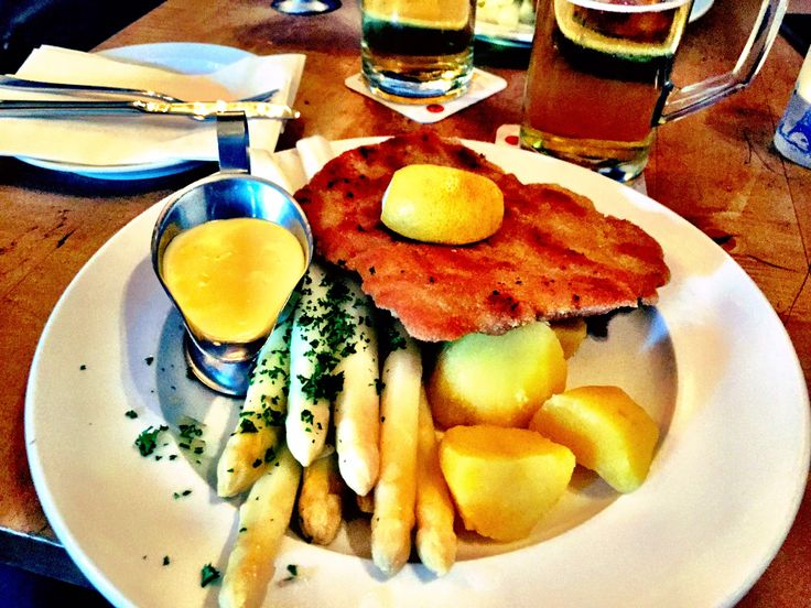 Schnitzel mit Kartoffeln und Spargel... that you have to eat when visiting Hamburg! :) #travel #traveling #travelgram #travelling #travelingram #traveler #travelphotography #travels #traveller #traveltheworld #travelblog #travelbug #travelblogger #travelpics #travelphoto #hamburg #hamburgcity #hamburgermary #hamburglove #germany #germany2015 #germanytrip #food #foodgasm #foodpic #foodphotography #foodlover #dinner #schnitzel