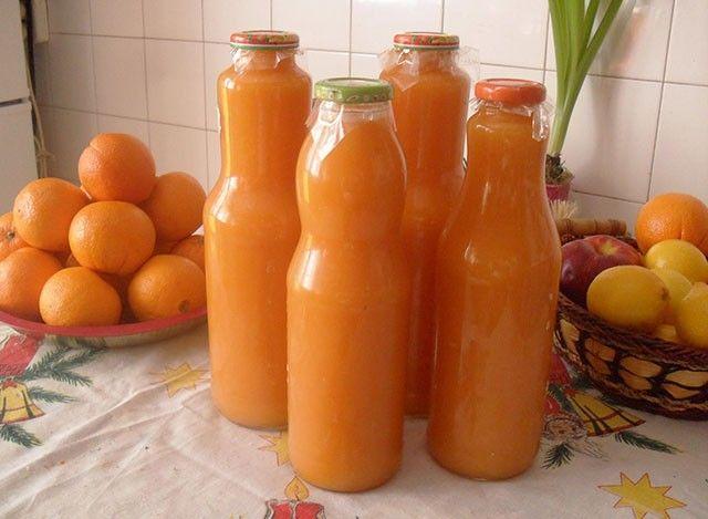 Igazi vitaminbomba, hozzáadott cukor nélkül! Hozzávalók: 50 dkg sárgarépa 50 dkg alma 1 grapefruit 1 narancs 1 banán 1 citrom leveElkészítés: Az...