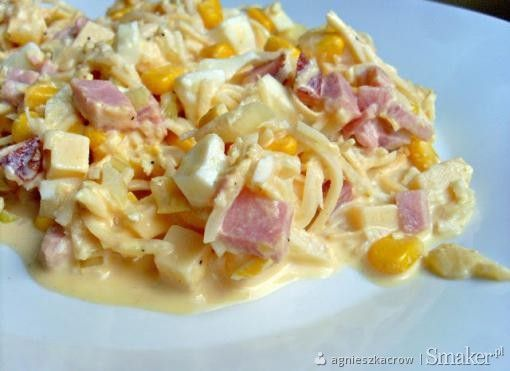 Sałatka z selera, ananasa, sera żółtego