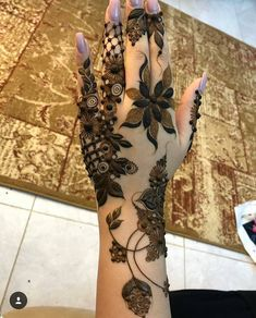 "23k Likes, 98 Comments - ✨ Daily Henna Inspiration ✨ (@hennainspo_) on Instagram: ""sooo unique! // by @r7maa94 . . . . . . #henna #mehndi #whitehenna #wakeupandmakeup #zentangle…"""
