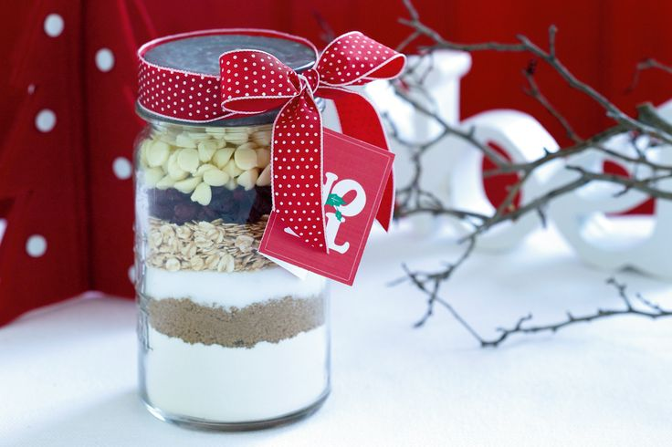 A gift tag, some ribbon and a jarful of festive ingredients makes a clever food gift idea for Christmas.