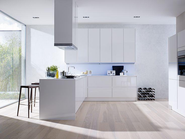 siematic küche s3 weiß mit raumhohen hochschränken. klares design, Hause deko