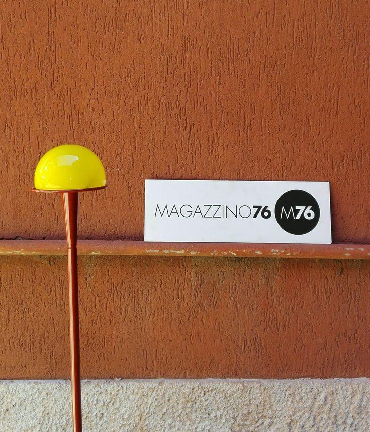 Lampade da terra Nuovo Segno Fontana Arte Pierluigi Cerri design 1985 Fuori produzione Diffusore in vetro murano e stelo in acciaio verniciato. Due versioni, da 120cm e 180 Ottime condizioni marchi sotto la base  #magazzino76 #milano #nolo #viapadova76 #design #industrialdesign #furniture #modernariato #antiquariato #vintage  #1980 #FontanaArte #nuovasegno #lampada #lamps #murano #cerridesign #pierluigicerri #anni80