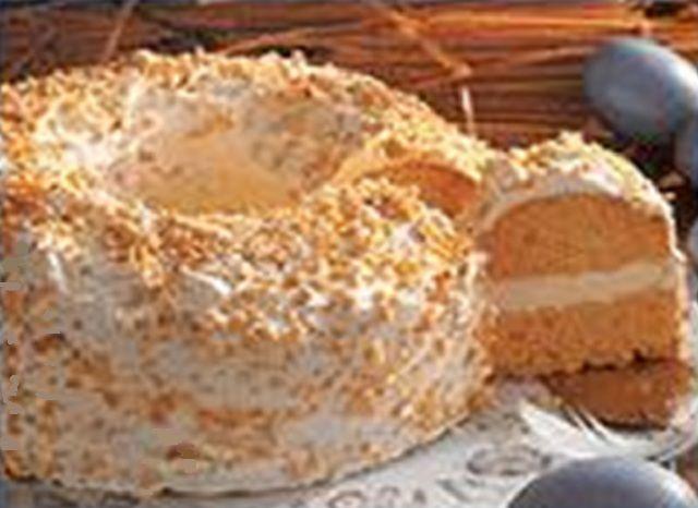 Doces De Páscoa | Doces Regionais - coroa de pascoa com cobertura de amendoas