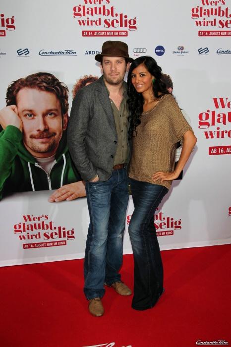 WER'S GLAUBT WIRD SELIG - PREMIERE im Mathäser Kino in München am 6. August 2012 Christian Ulmen und Frau Collien Ulmen - Fernandes