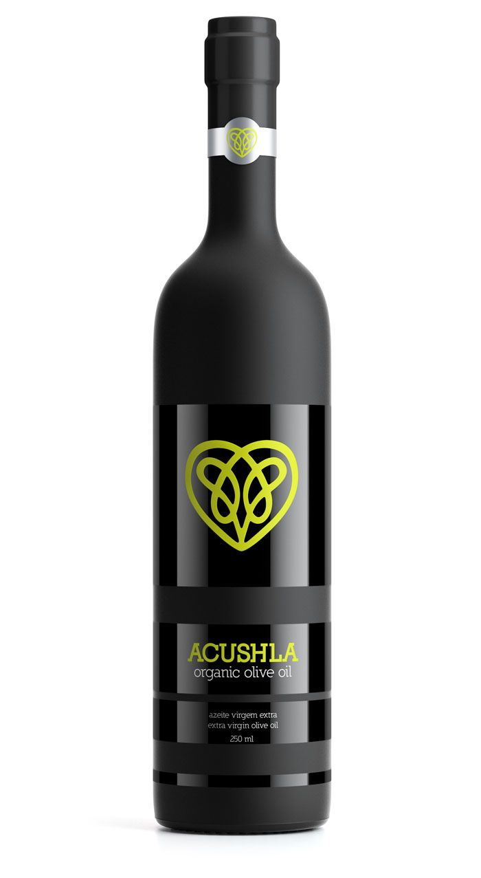 I am in love with this bottle, not just because of how sleek it is, but how complex the logo is as well. It's green, just like an olive and I think the heart symbolizes how healthy organic oil is and how good it'll taste.