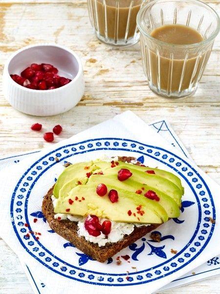Studien zeigen, dass Menschen, die kein Frühstück zu sich nehmen, im Laufe des Tages mehr Kalorien zu sich nehmen …   – hEaLtHy~bReAkFaSt