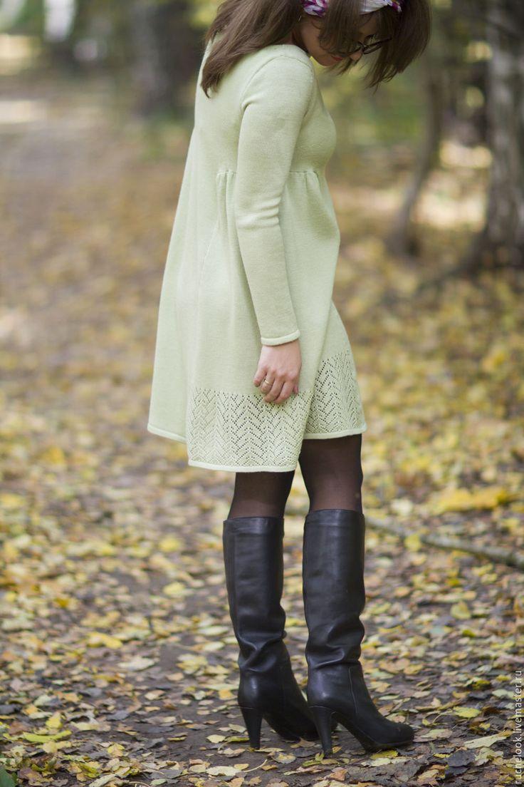 Купить Нежное пышное платье из мериноса экстрафайн, салатовое платье - салатовый, однотонный, вязаное платье
