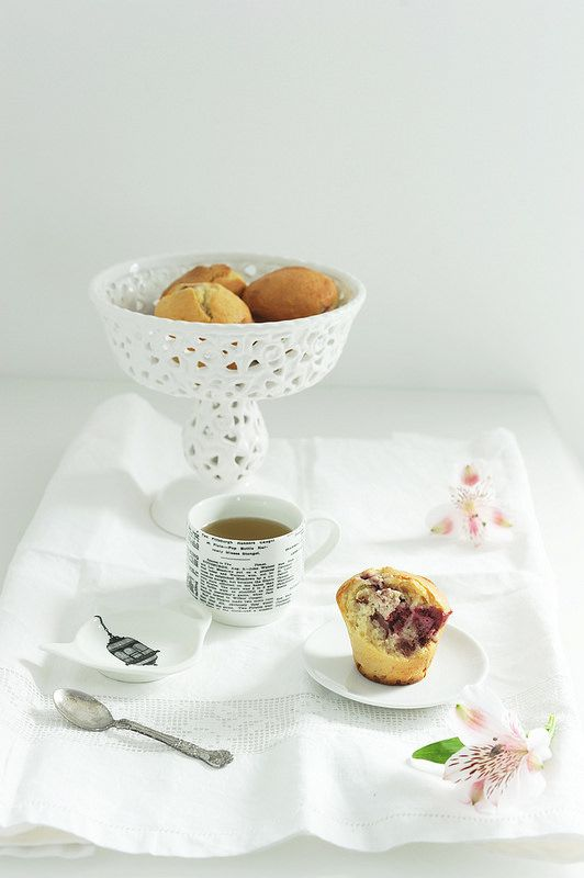 Lamponi e Matcha  Sul blog: http://gikitchen.wordpress.com/2014/09/26/muffin-al-lampone-e-matcha/  #food #muffin #breakfast