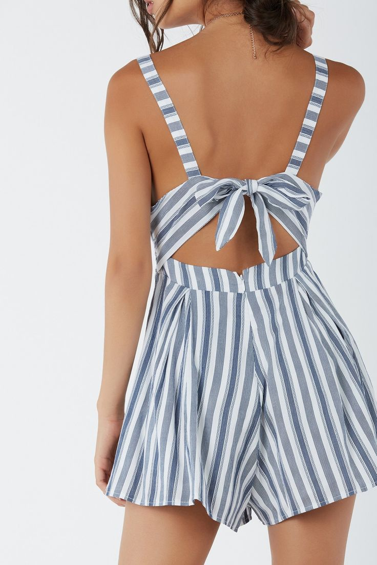 Flirty sleeveless romper with sweetheart neckline and A-line hem finish. Bold pleats with stripe patterns throughout. Cut out back with ties and hidden zip for closure.