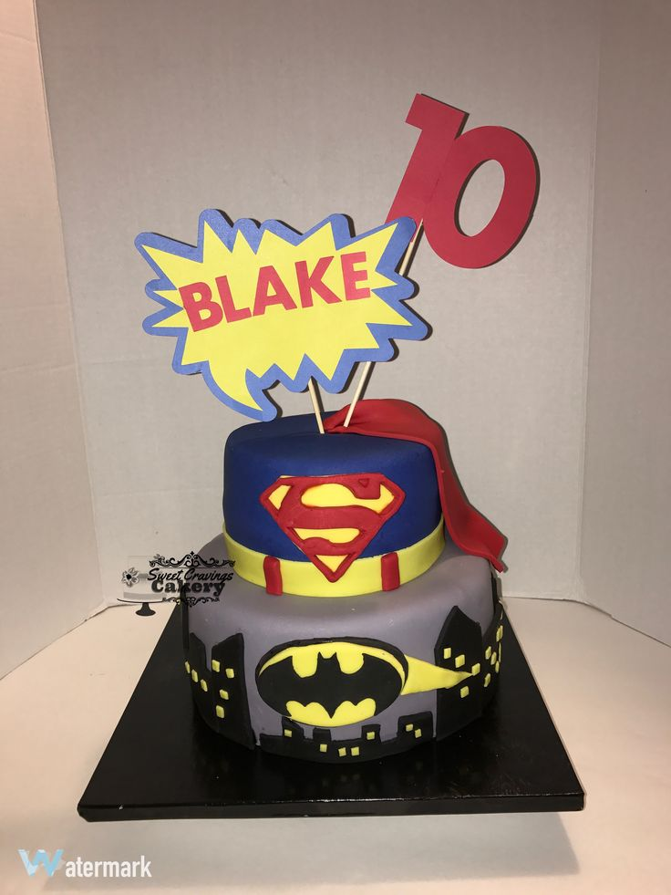 Batman vs Superman cake