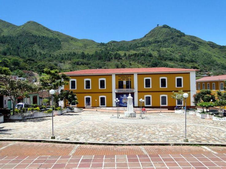 Vista del colegio Instituto Técnico Industrial Salesiano San Juan Bosco