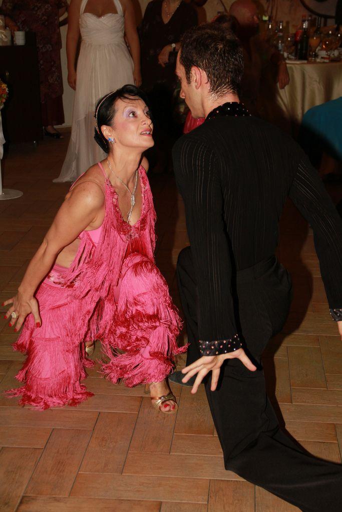 http://www.lotusdance.ro/dansatori-evenimente/ Dansatori profesionisti