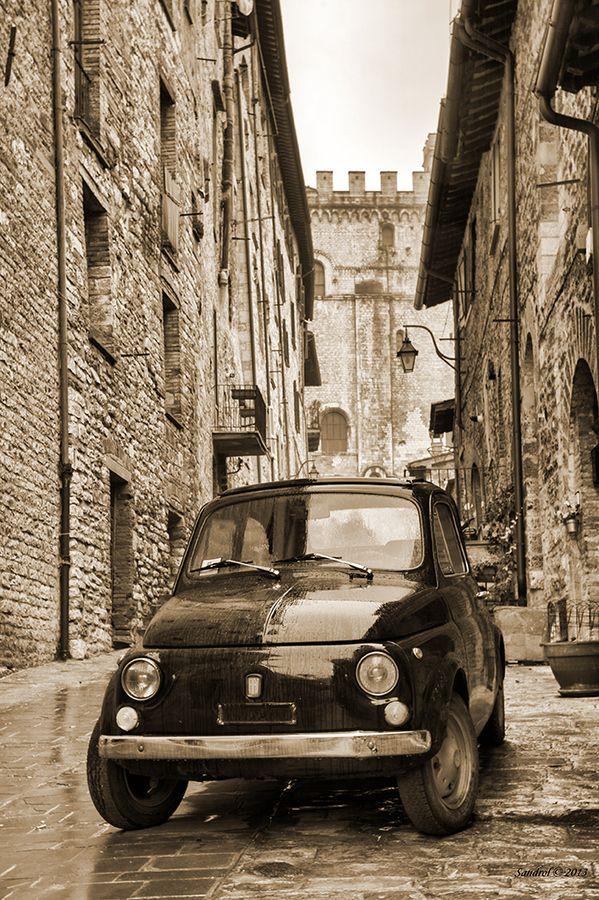 Fiat 500 Gubbio Umbria     #TuscanyAgriturismoGiratola