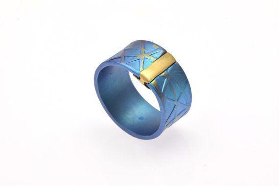 Alternative #PromiseRing, Anodized #TitaniumRing, Unique  #EngagementRing, Unique #Blue Ring, #Unisex Giampouras Collections €245.00