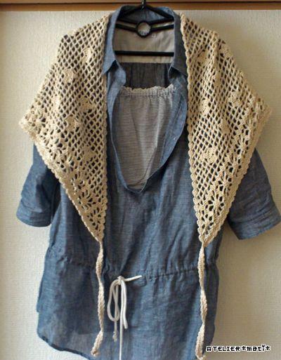 お花の透かし編みとネット編みベースの模様編みで編んでいた三角ストールの編み図、完成しました!いろいろ使えるかなぁと思い、三角の先に紐をつけてみました^^こんな風にさっと肩に羽織ったり…もちろん、紐を軽くリボン結びにしても
