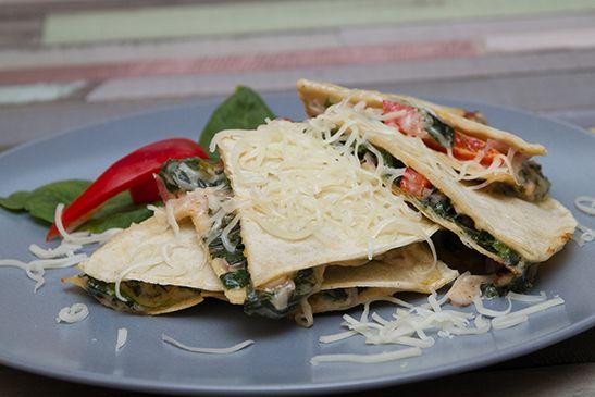 Quesadilla házi kukorica tortillából - Egyszerű és nagyszerű, az íze pedig leírhatatlan! Kétféle sajt, tejszín, spenót és persze a quesadilla elmaradhatatlan alapanyaga a házi kukorica tortillánk.