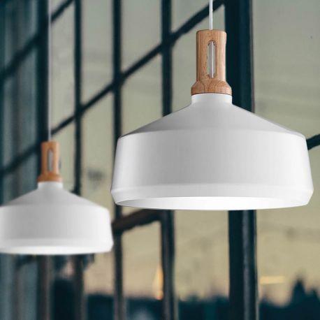 Peach pendel fra Black Chili. Flot lampe i spændende design. Peach pendlen er udført i metal og træ. Lampen har en diameter på 29 cm. Lampen giver et godt lys.