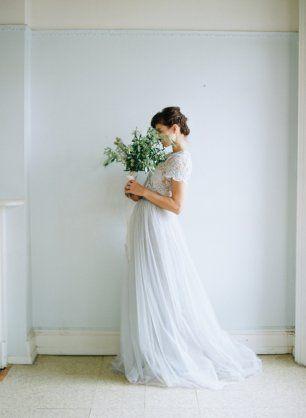 Раздельное свадебное платье. Верх - белый гипюровый топ с коротким рукавом, под ним светло-голубой шелковый топ на бретелях. Низ - светло-голубая юбка пачка из мягкого фатина в пол со шлейфом на шелковой подкладке. Шьем это платье по фотографии.