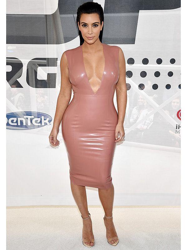 Kim Kardashian West Wears Two Pairs of Spanx Sometimes, Admits Flats Are a 'Struggle' for Her http://stylenews.peoplestylewatch.com/2015/06/05/kim-kardashian-pregnancy-spanx-flats/