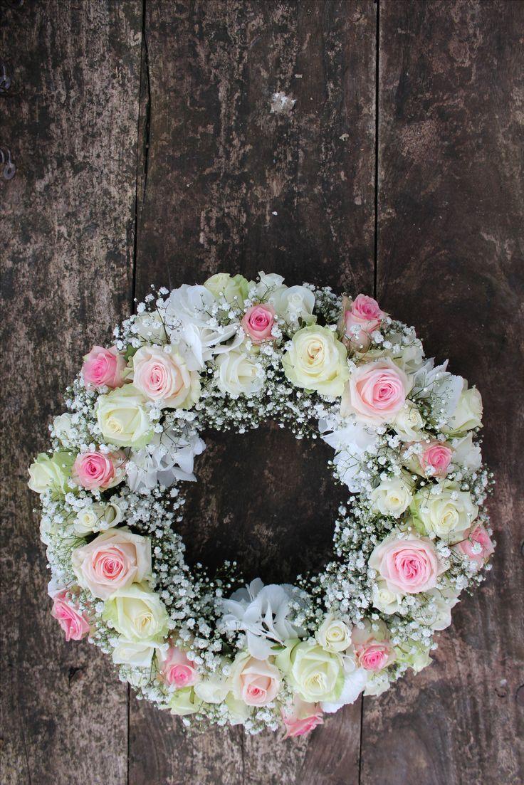 grafstuk krans witte rozen