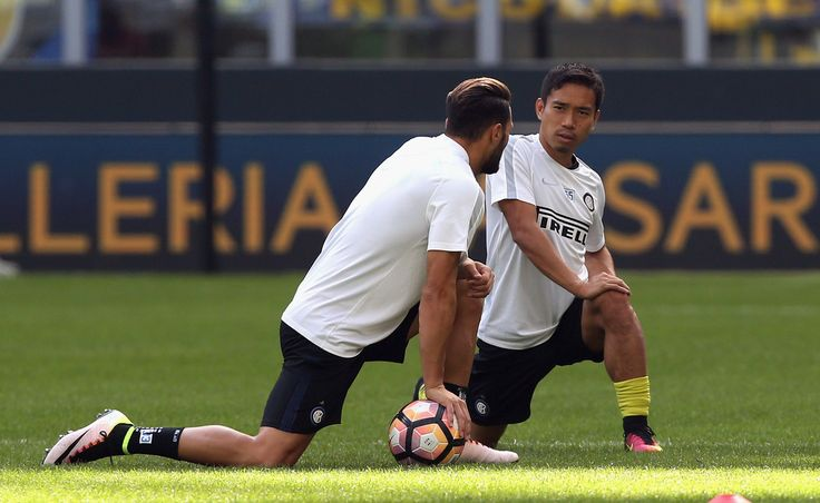 Yuto Nagatomo (R) of Inter attends at training session prior the Serie A match between FC Internazionale and Bologna FC at Stadio Giuseppe Meazza on September 25, 2016 in Milan, Italy.