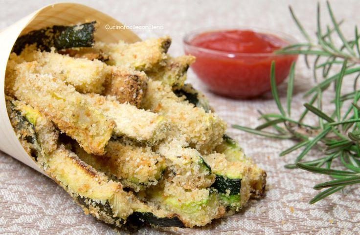 Gli Stick di Zucchine al forno sono una ricetta facilissima e veloce per cucinare le zucchine, sono sfiziosissimi e leggeri, sono squisiti come le patatine!