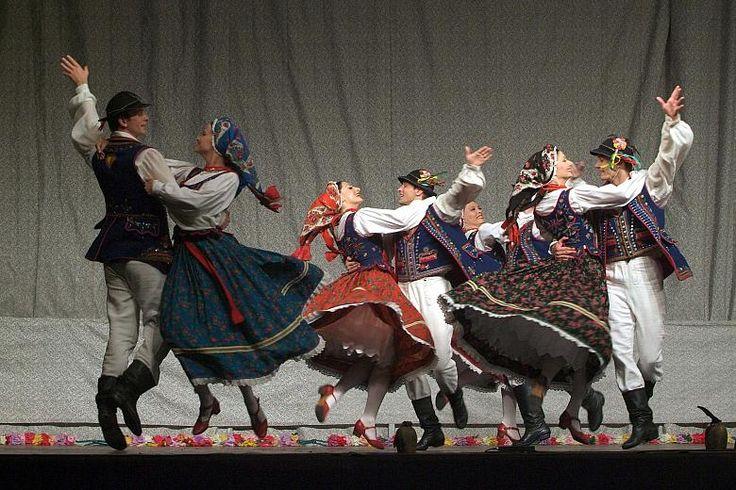 Polski taniec ludowy także w XXI wieku zachwyca ekspresją.