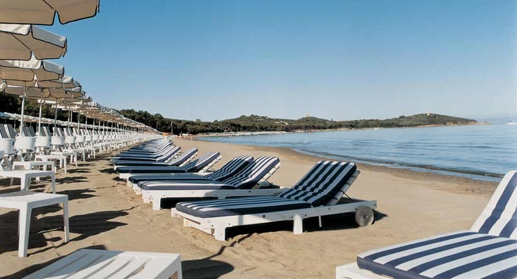 The luxury beach of the hotel Cala del Porto for holidays in Tuscany