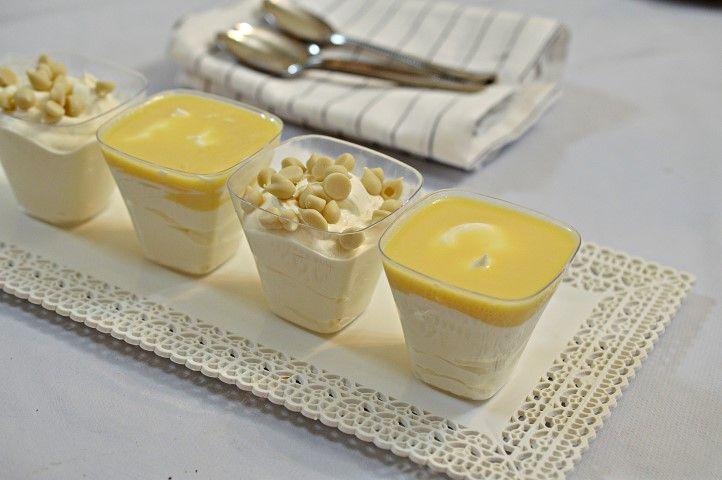 מתכון מוס שוקולד לבן שמכינים מ-3 מצרכים בלבד! קינוח אישיקל להכנה וקוצר מחמאות.   מצרכים