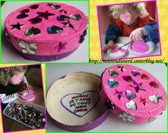 soline 27 mois a réalisé son cadeau pour offrir à sa maman, c'est une jolie  boîte à bijoux peinte et recouverte de strass idéal pour sa maman qui est coquette  http://nounoudunord.centerblog.net/2025-boite-a-bijoux-realisee-par-soline-pour-la-fete-des-meres
