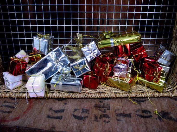 Foil Parcels, Vintage Decoration, Vintage Christmas, Christmas Table, Xmas Decor, Xmas Table, Vintage Xmas, 1980s Christmas, Christmas Decor by MissieMooVintageRoom on Etsy