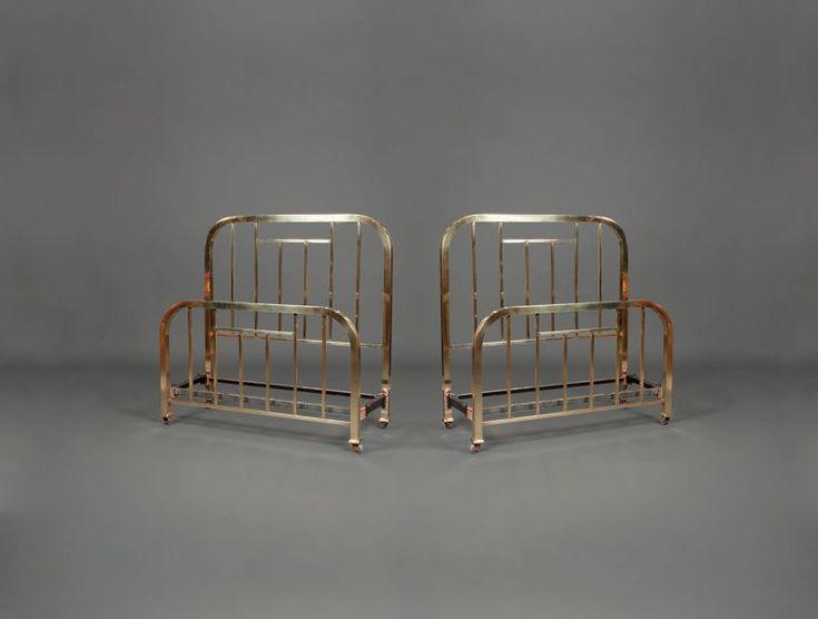 Deux lits jumeaux en cuivre: Deux lits jumeaux en cuivre de 1930