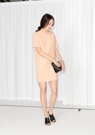 This easy-to-style dress is cut from a fluid, lightweight fabric and features a straight, relaxed fit with a t-shirt shaped silhouette.