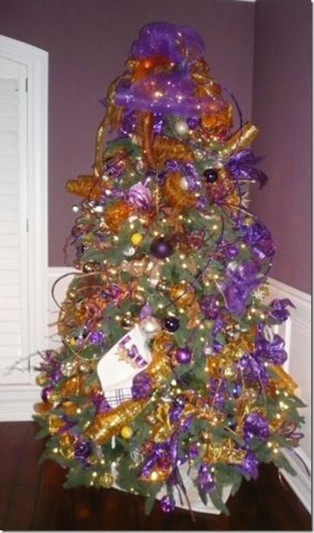 One day when I have a house I want 2 Christmas trees - this one would stay up year round :)