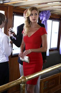 Revenge Fashion: Emily Thornes red cap sleeve v neck dress [Photo]