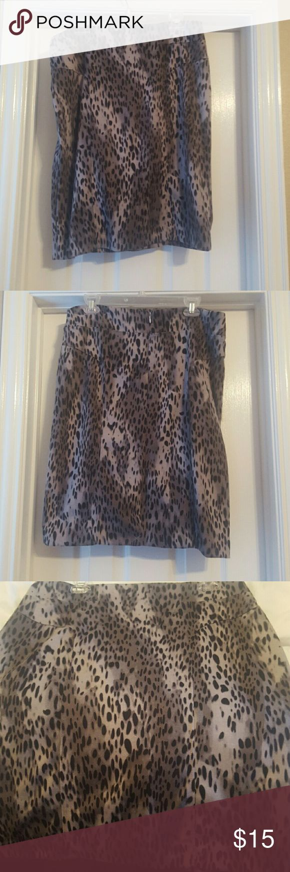 Great leopard pencil skirt Black/gray leopard print pencil skirt from New York & Co. Really nice ponte material allows plenty of stretch for a comfortable, flattering fit. Zips in the back.  Excellent condition. New York & Company Skirts Pencil