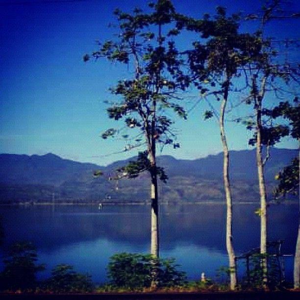 Danau Singkarak di Tanah Datar, Sumatera Barat.