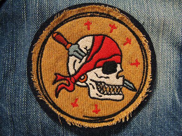 アメリカントラディショナルタトゥーのシンボルをリデザインし刺繍いたしました。 パイレーツスカル×ソードのデザインは死して尚生きる海賊のデザインです...|ハンドメイド、手作り、手仕事品の通販・販売・購入ならCreema。