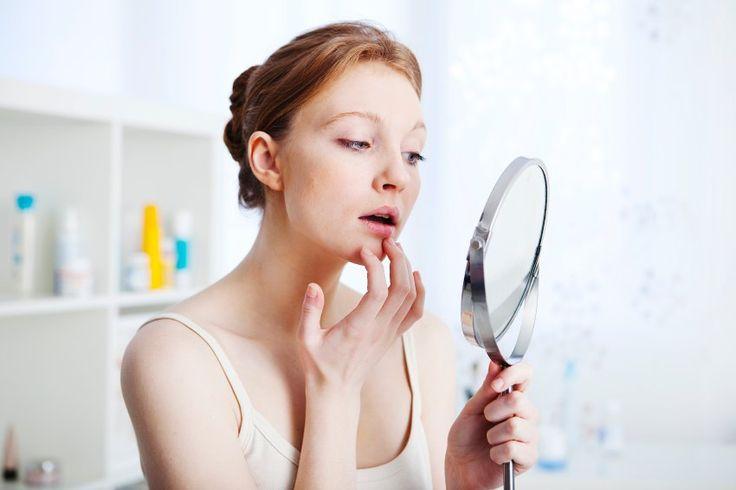 Etwa zwei Drittel aller Menschen tragen das Herpesvirus in sich, das typischerweise schmerzhafte Lippenbläschen verursacht. Die WHO sorgt sich aber um eine andere Erkrankung, die der Erreger auslöst: den Genitalherpes.