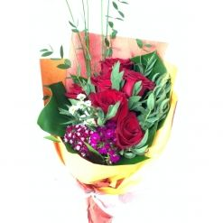 Roses Hand Bouquet #floralgaragesg #decoration #parties #love #couple #weddingday #occasions #homedecor #lifestyle #lol #inspiration #roses #bookey #flowers #nature #happybirthday #birthday #prettiness #happyme #traveldiaries #Singapore #bouquets