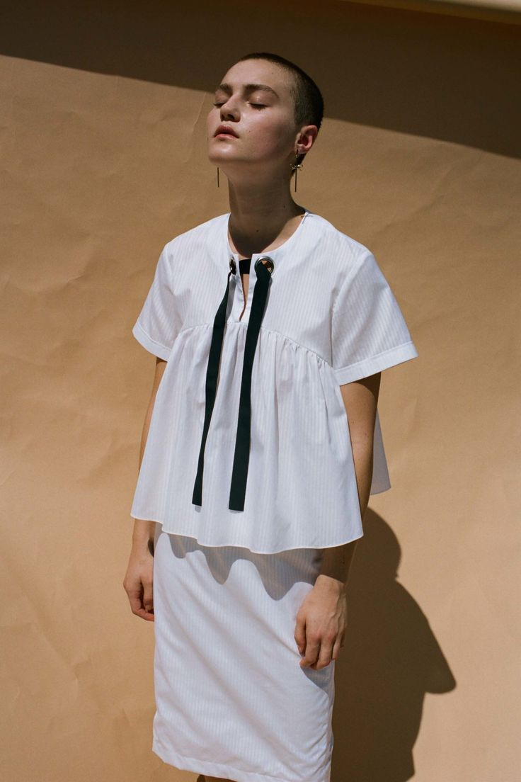 See the complete Kaelen Spring 2017 Ready-to-Wear collection.