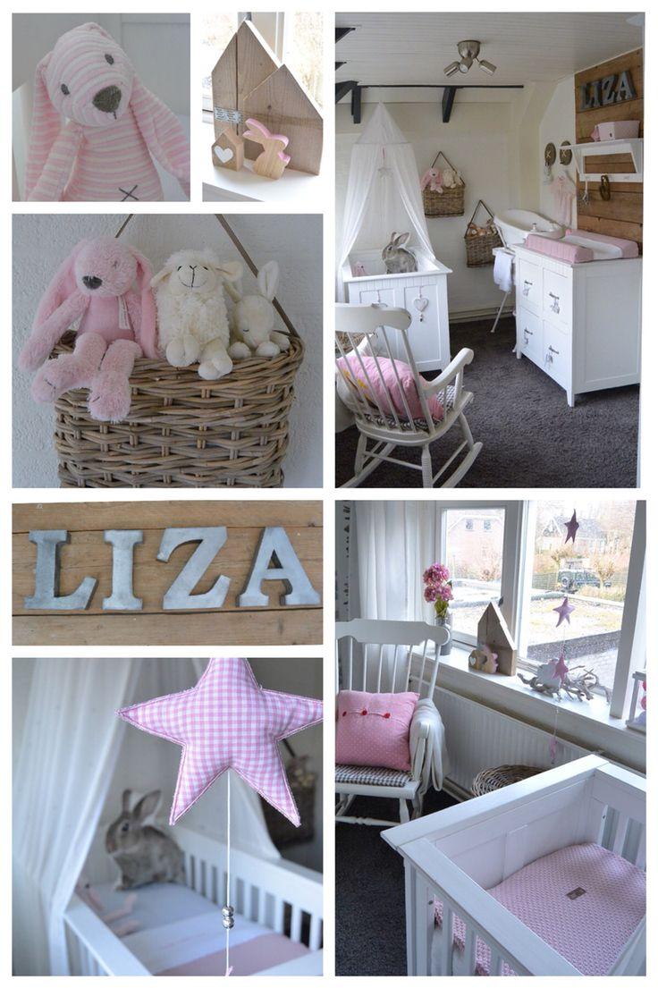 Babykamer van m'n dochter Liza. Steigerhout, Oudroze, Baby's Only, Konijntjes.