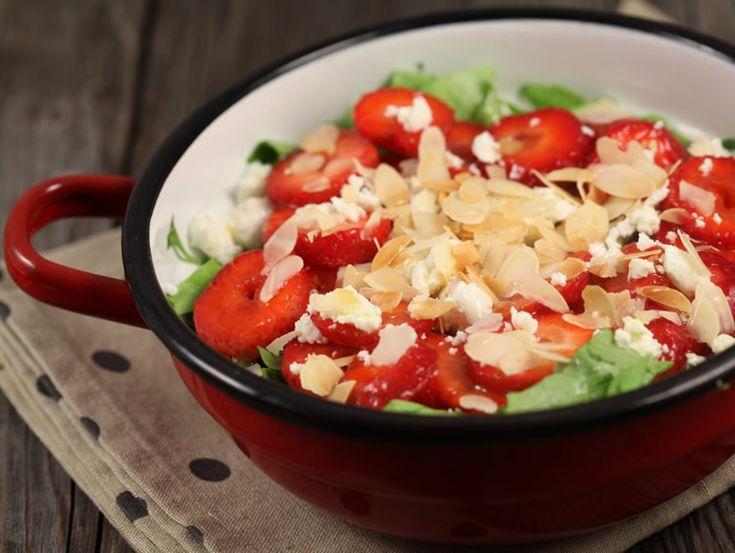 Salata+cu+capsuni+si+branza+de+capra