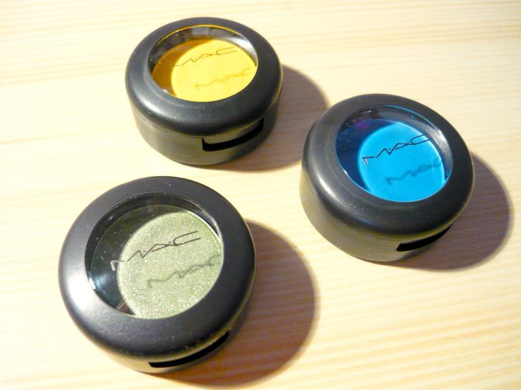 Recenze ~ Mono oční stíny, odstíny Electric Eel, Chrome Yellow, Swimming; #MAC