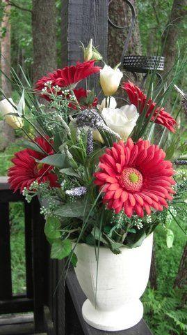 TEKOKUKAT HYI!!  ja kukkakuosi ei mene missään tuotteessa.  (Ikean tekoviherkasvit on kivoja)