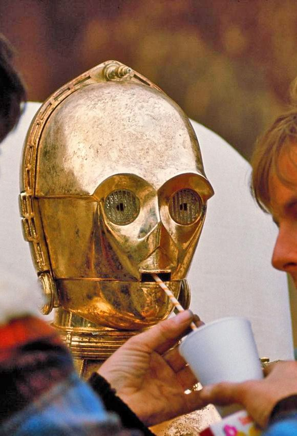 C3P0, Anthony Daniels  taking a much needed drink break during filming (Star wars 1977).