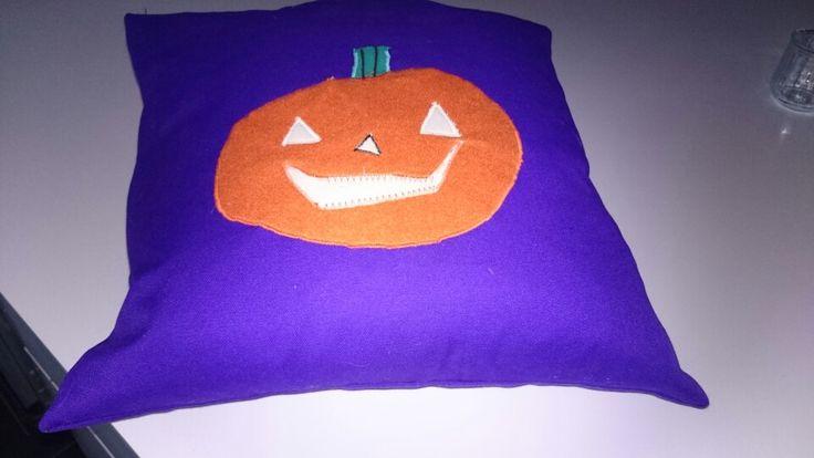 Magne syede en halloween pude -eget design.